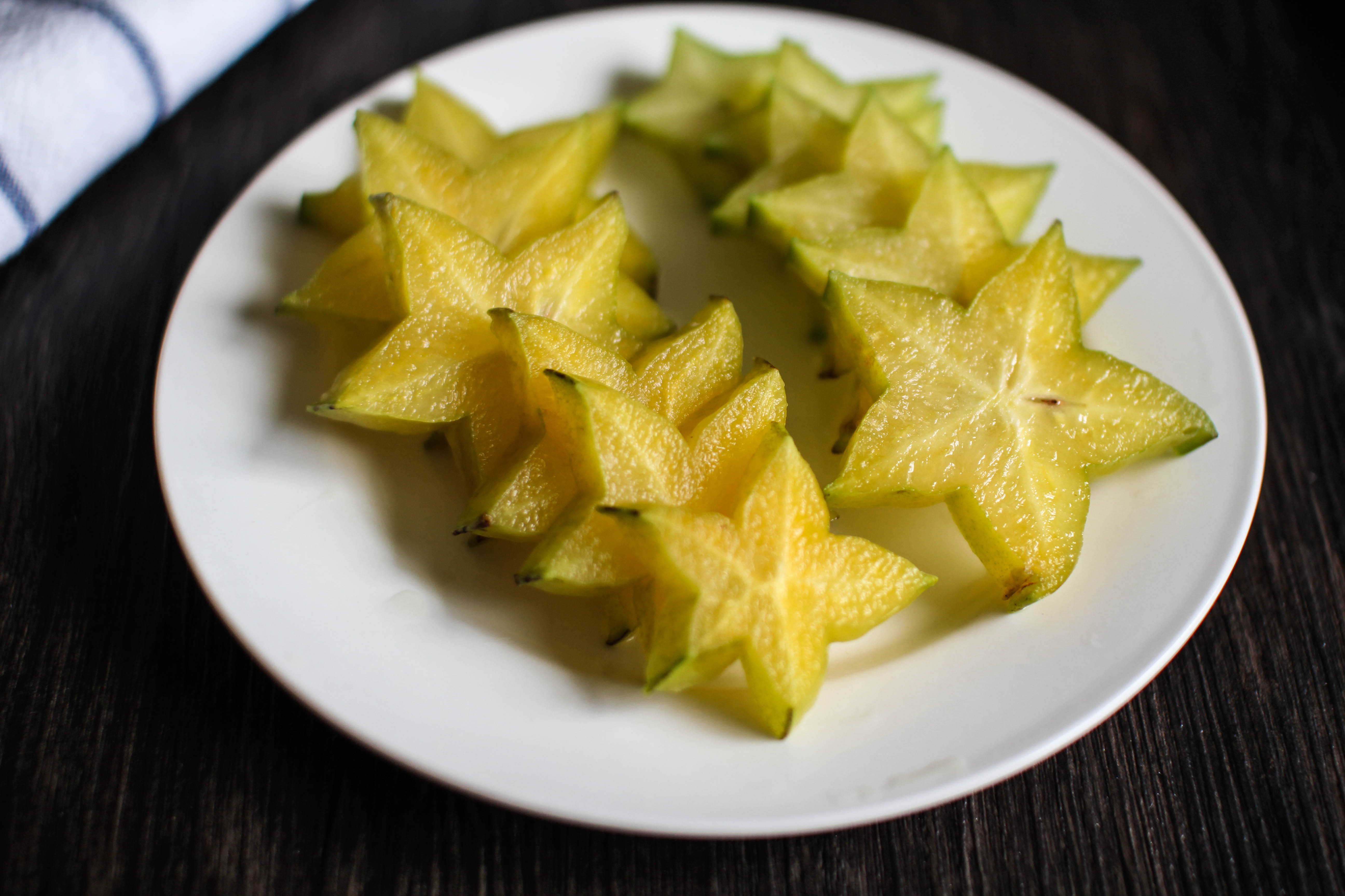 how to cut a star fruit and eat it